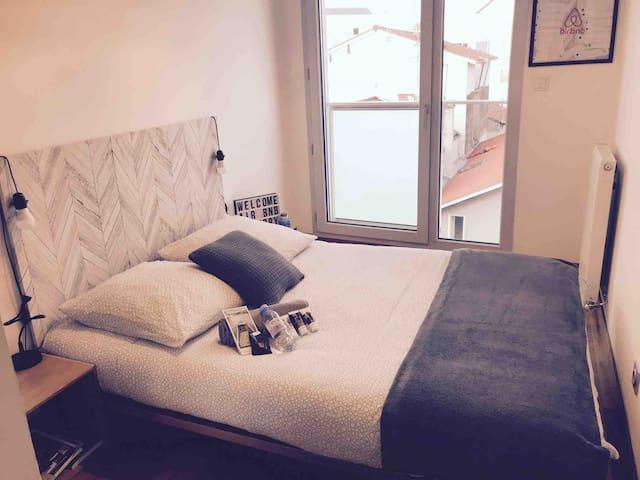 Votre chambre et petit déjeuner tout confort :)