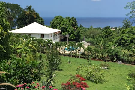 Maison au calme vue sur mer des Caraibes - House