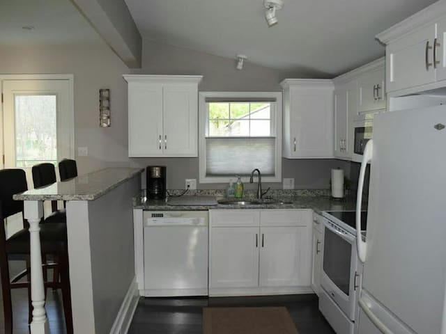 2 Bed/2 Bath Home Near Downtown - Independence - Leilighet