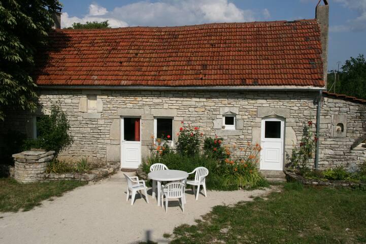 Charmante maison de campagne, proche des vignobles - Noyers - Vacation home