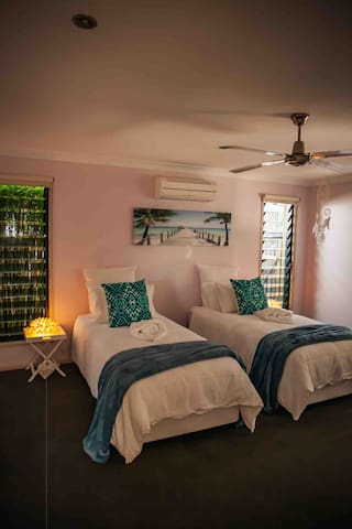 As our guest you have the option of comfortable singles or king bed. A television, air conditioner, bedside table lamps and walk in robe makes your stay spacious and enjoyable.