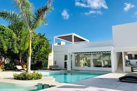 BLUE PALMA:comfy,pool,Wi-Fi,A/C,kitchen & parking.