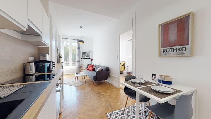 6th arrondissement, quiet & bright 1 BD apartment