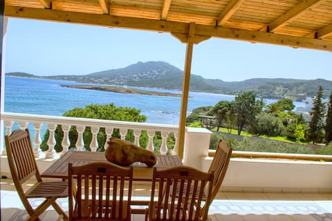 Seaside House 30min from Athens with private beach