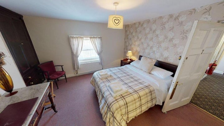 Double Room in Hotel ; Near Alton towers & JCB