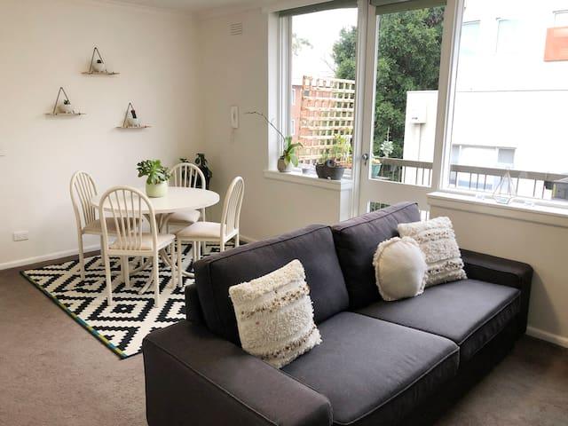 Beautiful & cozy apartment in St. Kilda East
