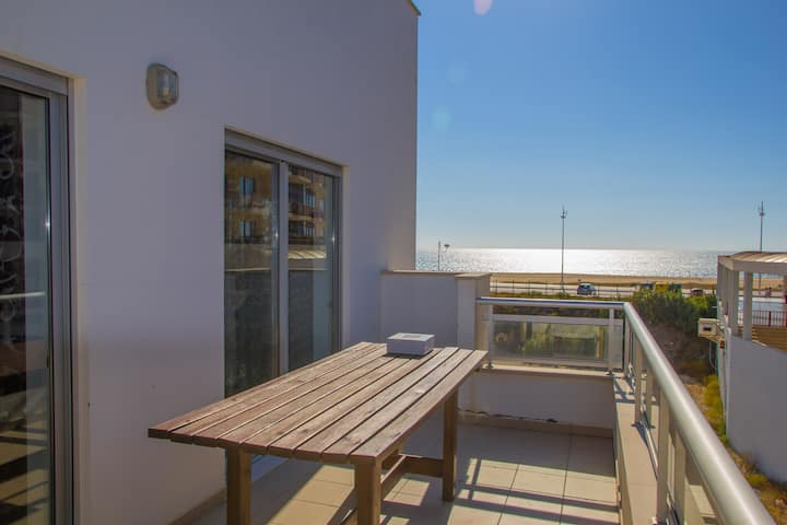 Dreamy 2 bedroom apartament 1min walk to the beach