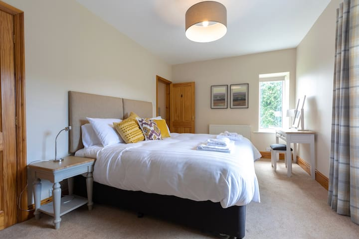 Master bedroom, with zip and link bed which can be made as two single beds or left as superking. Mattress is the same as in the Savoy hotel! Sealy Windermere contract mattress