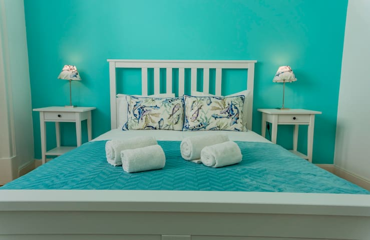Turquoise Room in the heart of town