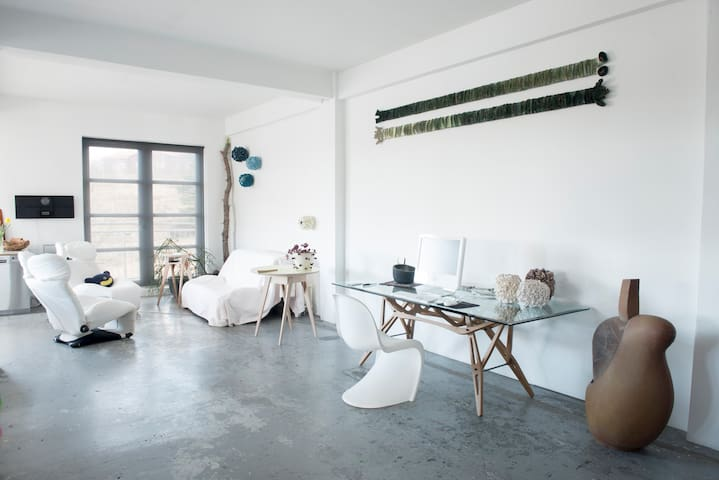 2 bed former artist studio by the river (98m2) - Mosfellsbær - Departamento