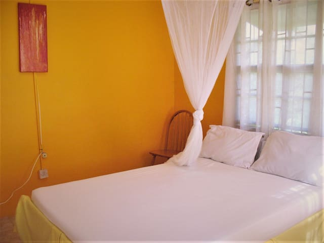 Sunny Yellow - live like a local - 2 bedroom apt - Mount Helicon - Apartemen