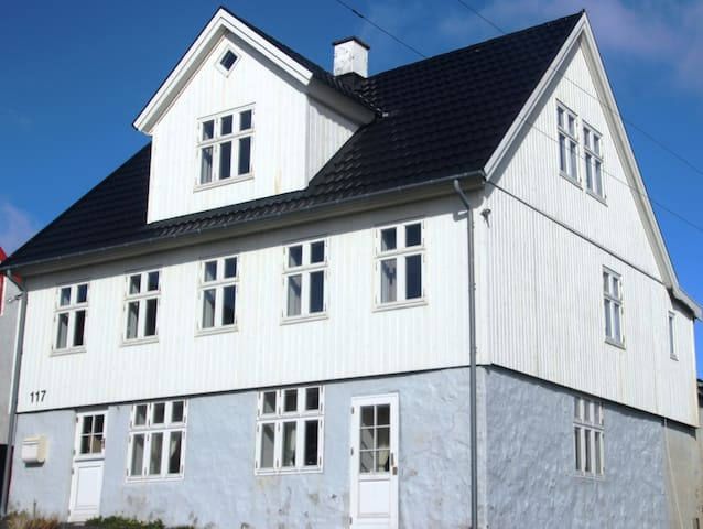 Gæstehus Ísansgarður (Gamelt Hotel)