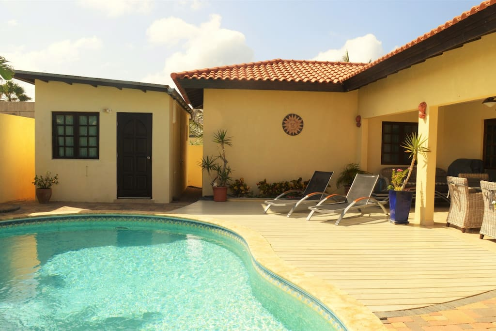 Villa opal 4br private pool bbq close to beach for Villas opal