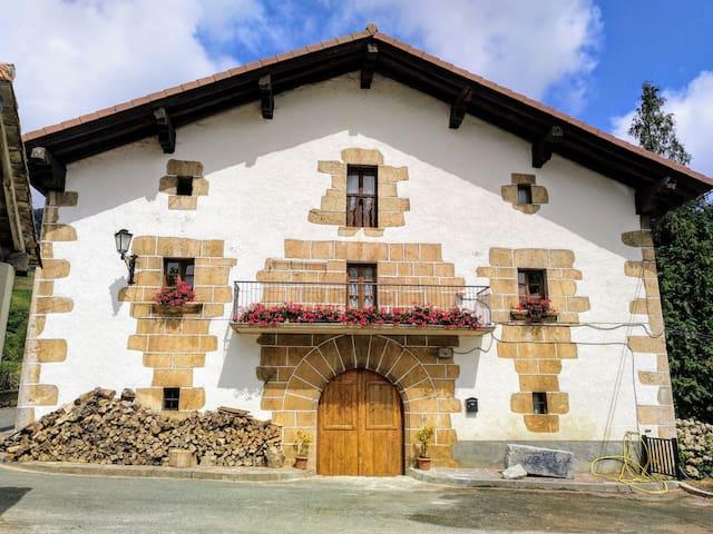 Casa rural de alquiler íntegro para 14+2  personas