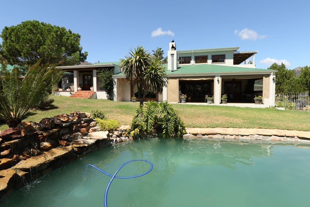 Swimming pool facing on to the house