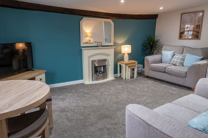 Library View - Stylish Grade II Listed Apartment with Parking