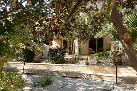 2 bed apt with pool, bar and peaceful location - Tersefanou