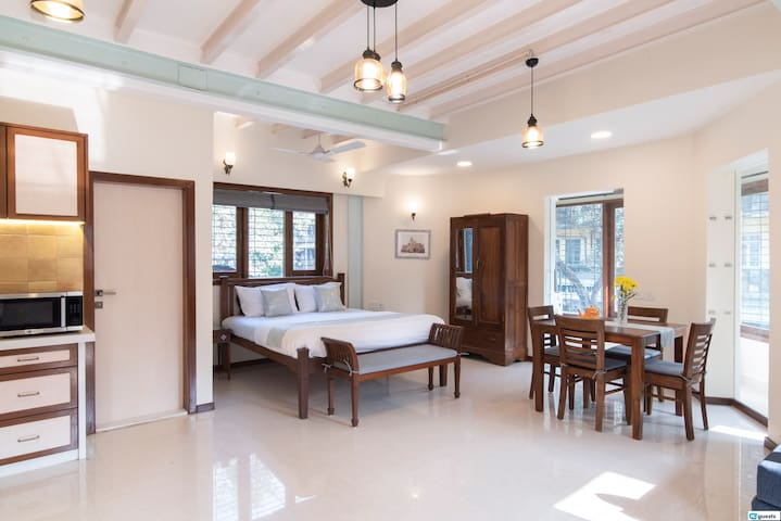 Spacious, Bright & Luxurious Studio in Colaba!