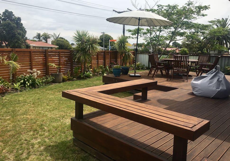 Large sunny front yard