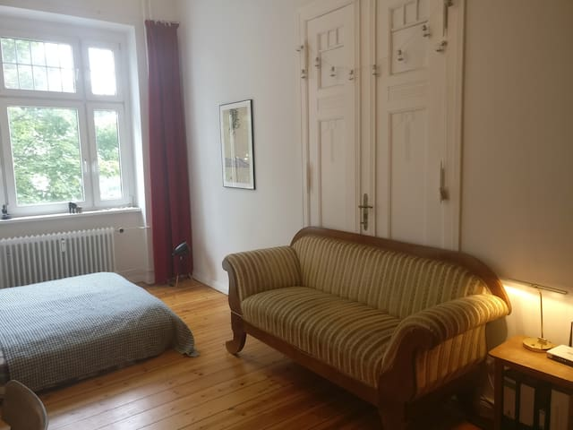 Charming room near Sonnenallee
