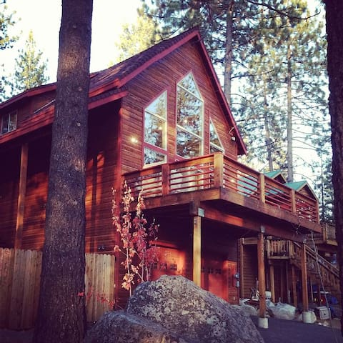 Donner Lake Getaway - minutes from Truckee - Truckee - Casa de campo