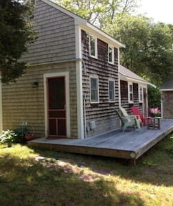 Quaint Cottage Near Rock Harbor - Orleans - Talo