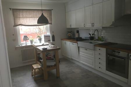 Stor rymmlig villa cntralt i Borlänge - Borlänge
