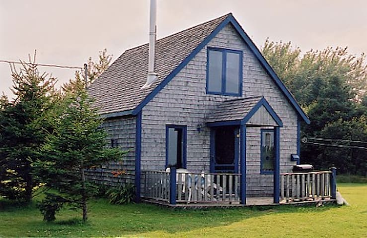 CABLE HEAD SCHOOLHOUSE (Pine interior & Woodstove)