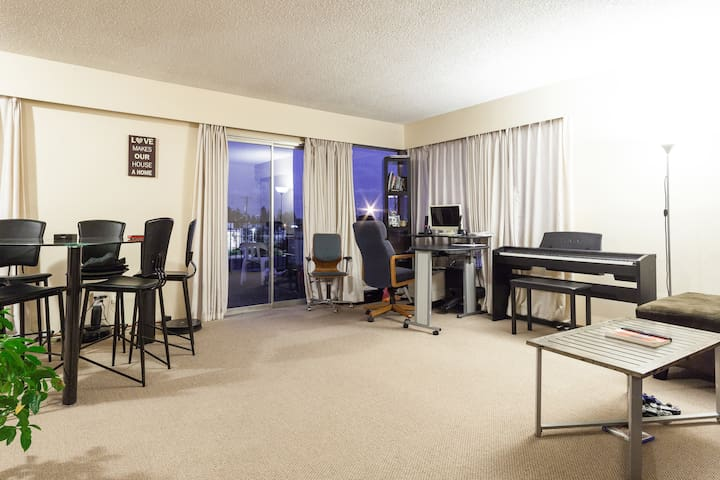 Affordable Convenient room steps to Metrotown Mall