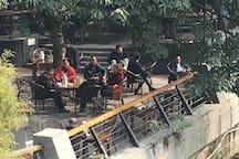 府南河露天茶馆2(喝成都的盖碗茶,体验地道的大众茶文化,体验成都的慢节奏生活)