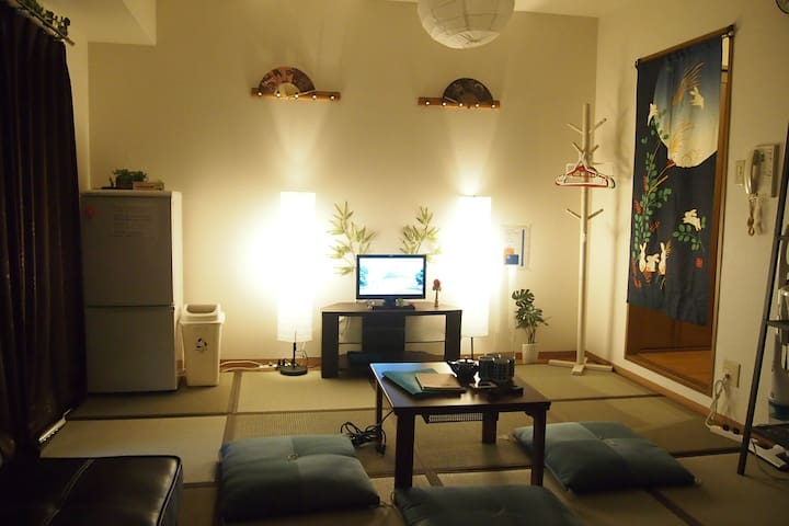 通天閣・ドンキホーテすぐ!Japanesetatami Room! FreeWi-Fi - Naniwa-ku, Ōsaka-shi - Apartment