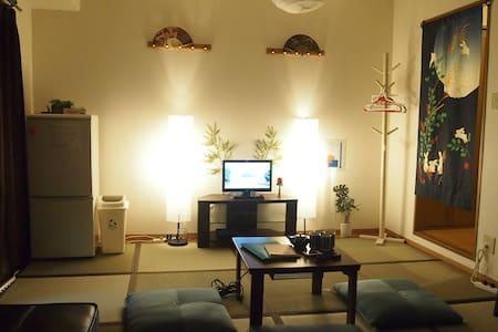 通天閣・ドンキホーテすぐ!Japanesetatami Room! FreeWi-Fi - Naniwa-ku, Ōsaka-shi - Lägenhet