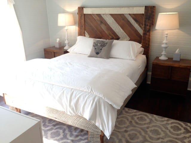 Blue Firefly Inn, Deer Hollow - Saluda - Bed & Breakfast