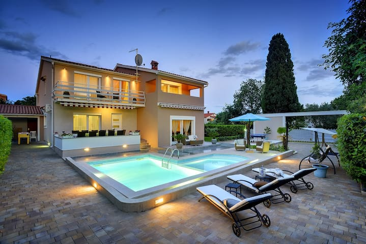 Relax house Villa Marina with pool