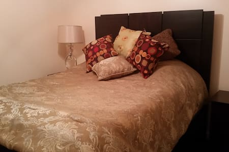 Gated, beautiful forest &very safe,1Room, 2 guests - Savannah - Dům