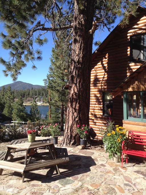 Bearfootin 39 first tier lakefront log charmer cabins for for Big bear cabins lakefront