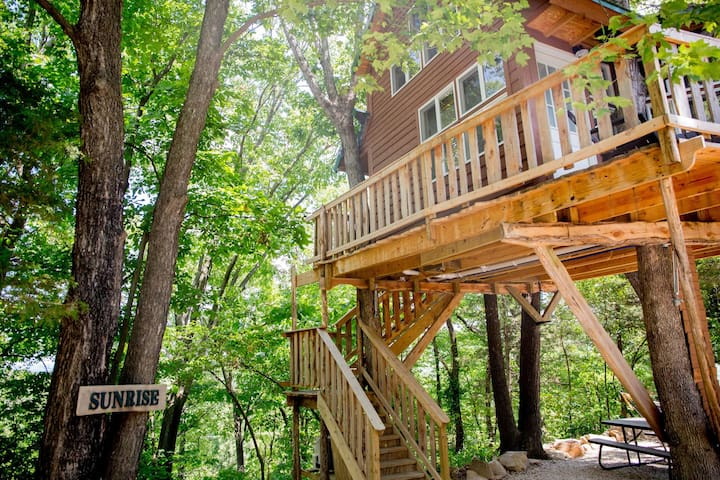 Sunrise Tree House - The Cottage