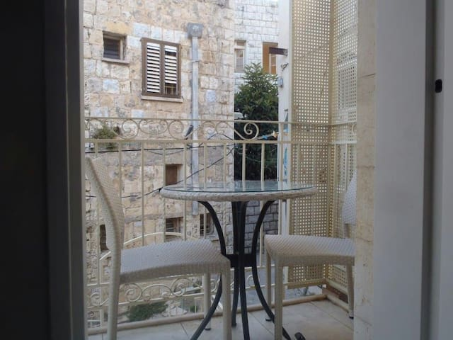 Newly Renovated Tzfat Old City Private Apartment