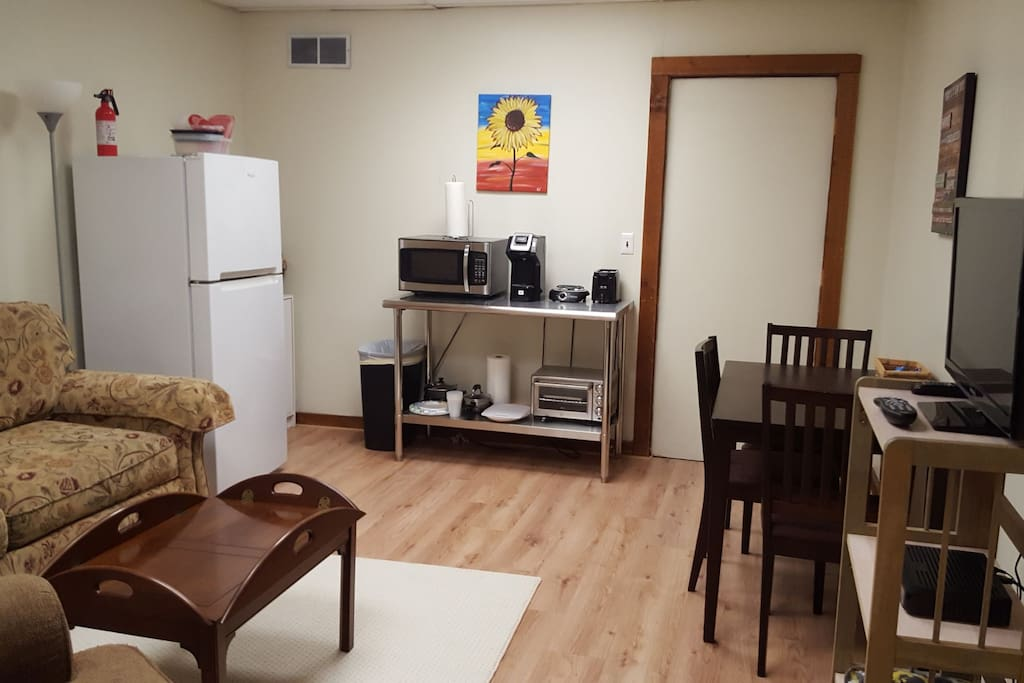 Kitchenette with kitchen seating