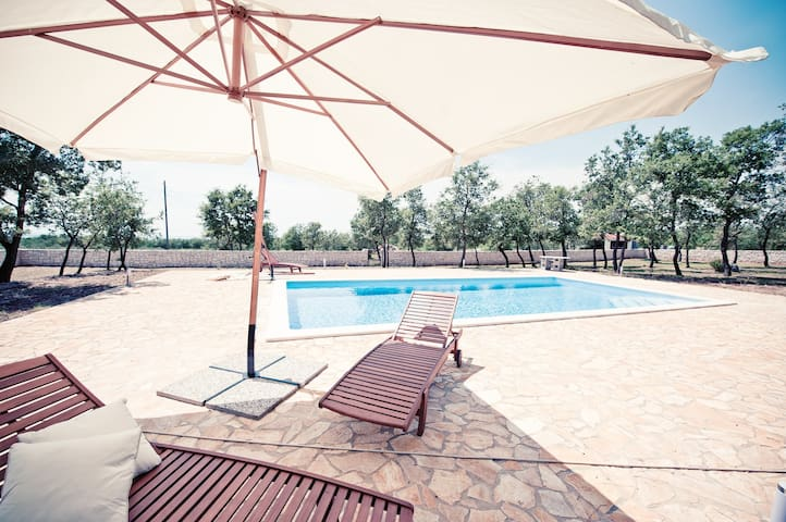 Small rural gem with swimming pool - Vodnjan - Apartamento