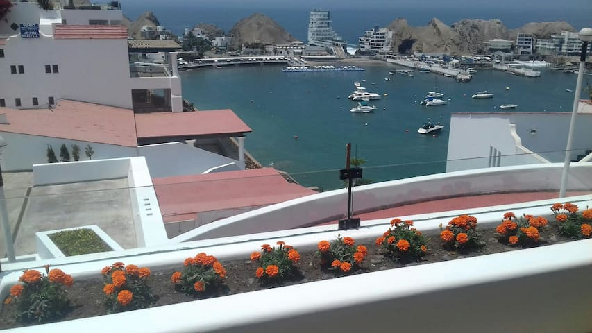 Santa María del Mar Embajadores con Playa privada.