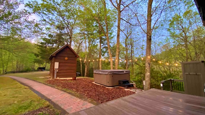 Private Creek-Side Cabin w/ New Hot Tub