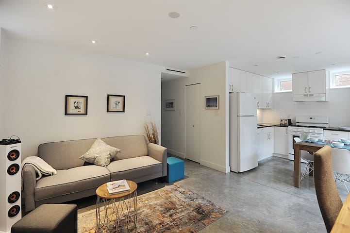 Bright Two Bed/Bath Suite Near UBC! - Vancouver - Apartment