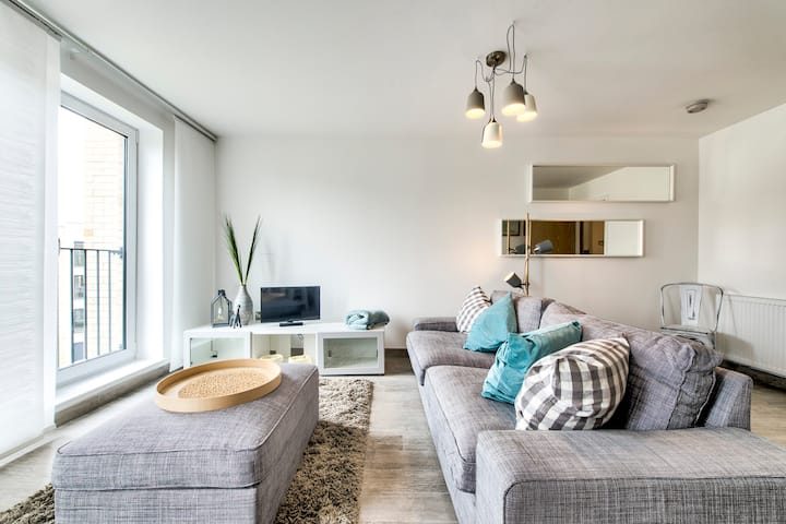 Modern 2bed/2bath with Amazing Views