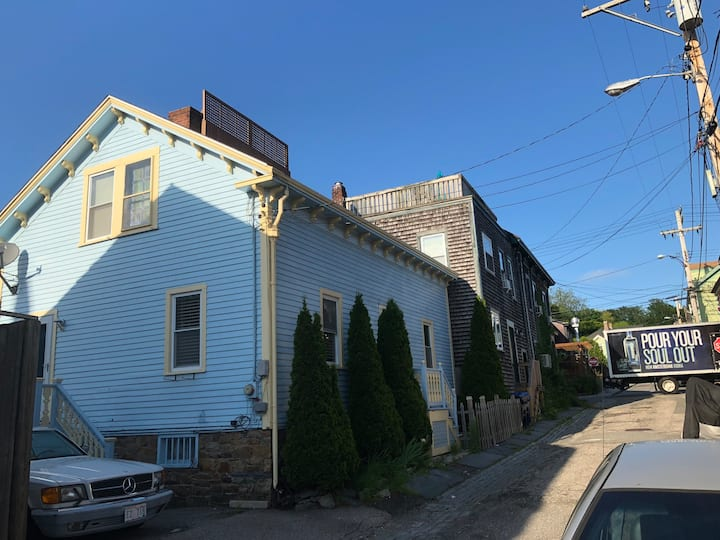 In the Heart of Newport. On the Harbor. 3bdrm 2bth