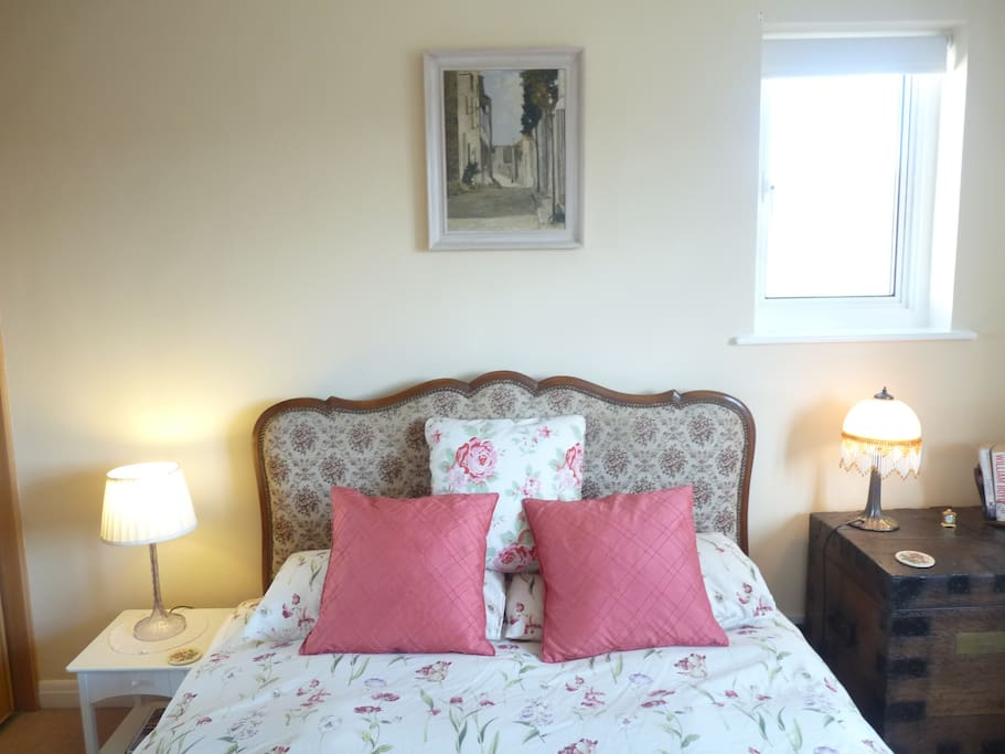 Very comfortable French double bed with 100% cotton bed linen.