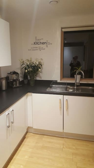 Modern Kitchen with washer/dryer & dishwasher - fully kitted with everything you will need