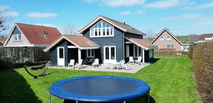 The Black House - Luxurious Holiday Villa Zeewolde