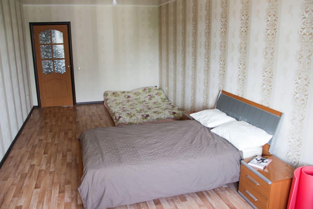 1 спальня: кровать и матрац /  1 bedroom: bed and mattress