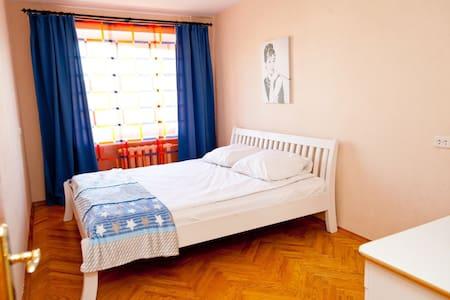 3- х комнатная квартира в центре города